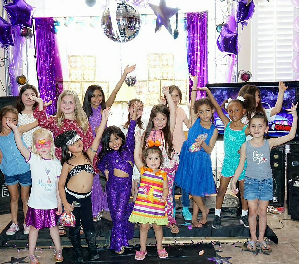 Little Kid Birthday Party Texas 6 Year Old S Selena Themed Birthday Party Is Making The