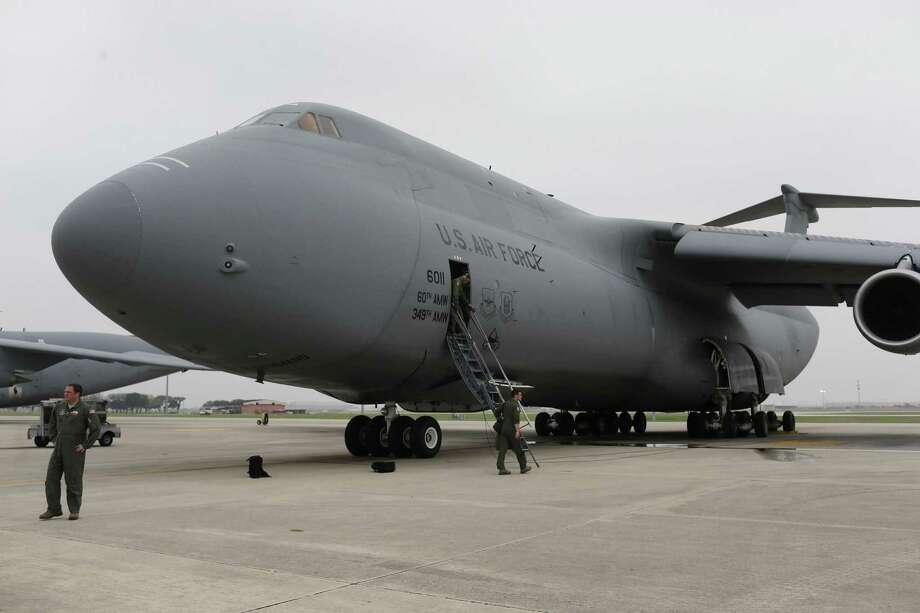 Video surfaces of massive C-5 cargo plane landing in San Antonio