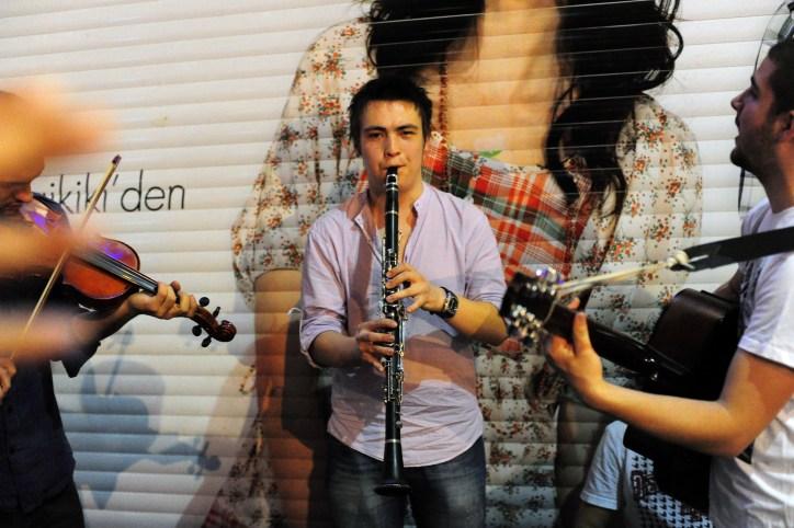Street musicians jam