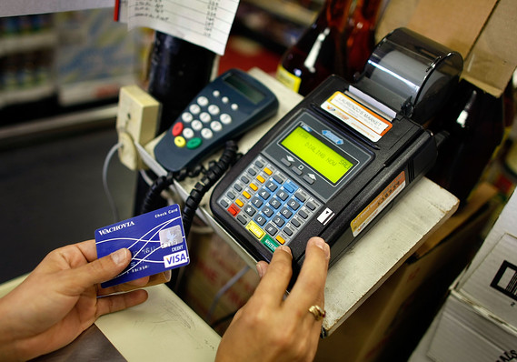 How long does it take to pay a $2,000 credit card debt with minimum