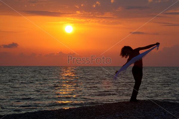 Wallpaper Girl Quotes Фотография на тему Вечер на берегу моря Силуэт девушки с