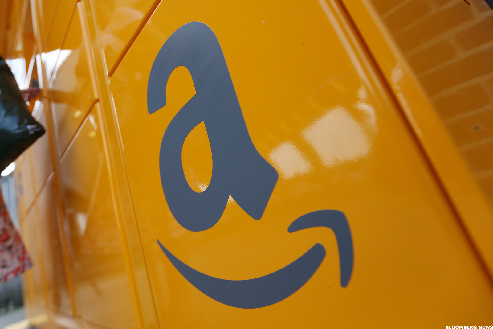 Amazon Kreditkarte Dollar Amazon Announces A Card That S Almost Too Good To Be True Thestreet