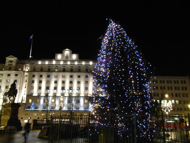 Hotel Centre Leeds Queens Hotel & Christmas Tree At... © Nick W Cc-by