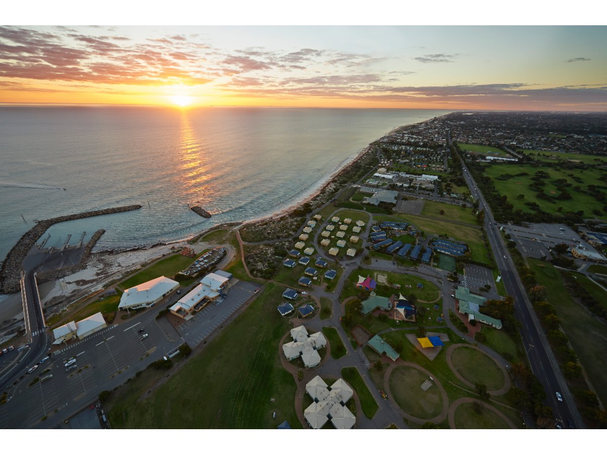 Public Holidays Adelaide Adelaide Shores Resort Holidays And Resorts West Beach