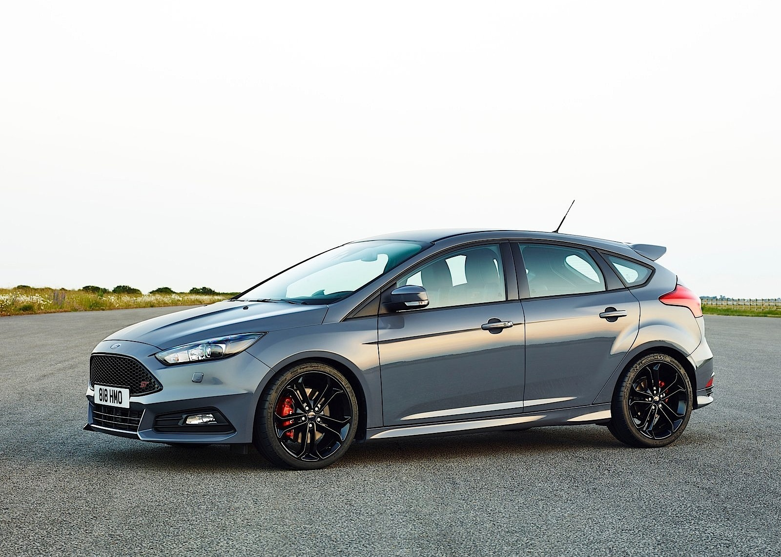Best Looking Hatchbacks Ford Focus St 5 Doors Specs And Photos 2014 2015 2016