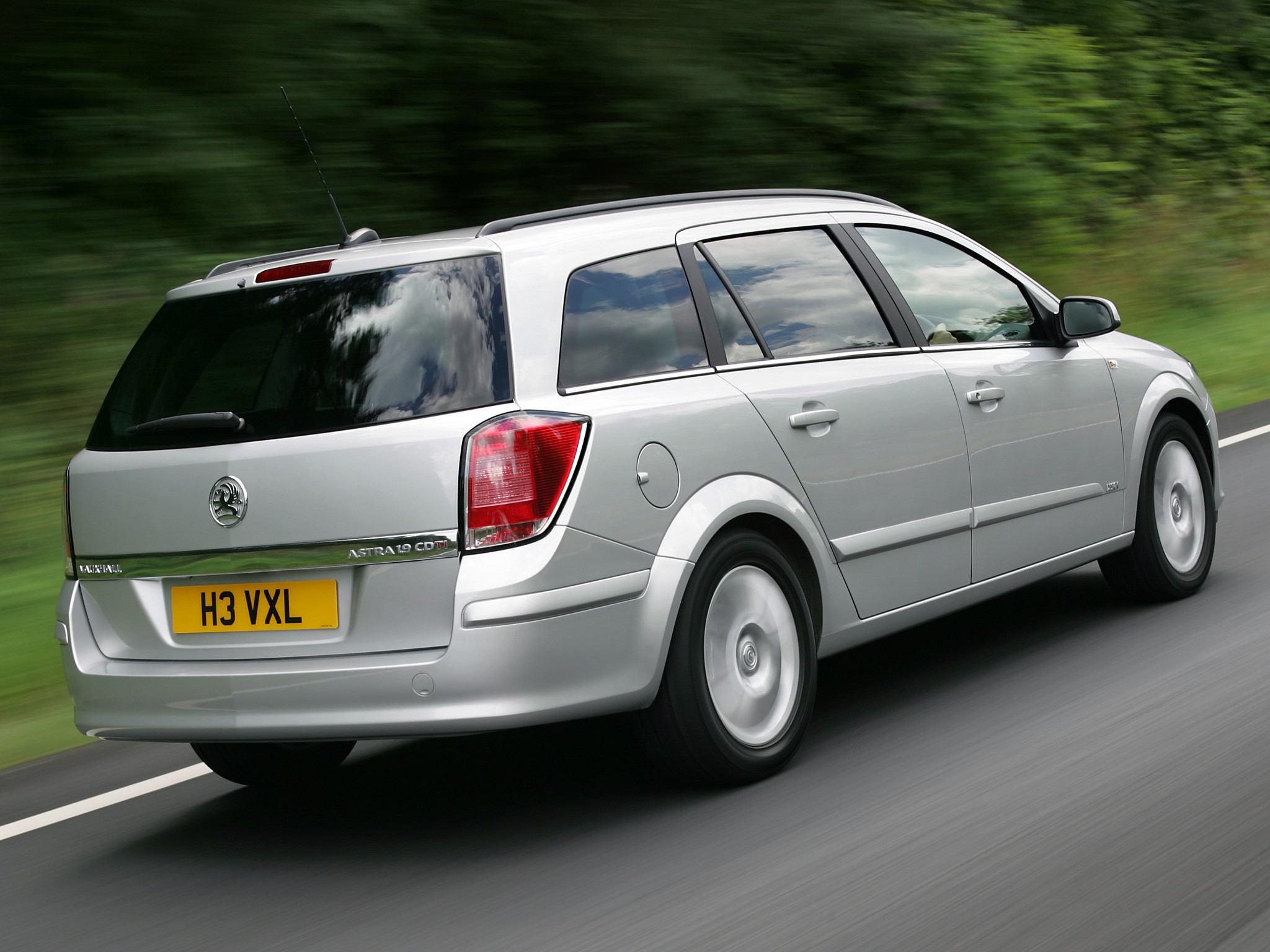 Car Dashboard Wallpaper Vauxhall Astra Estate Specs Amp Photos 2004 2005 2006