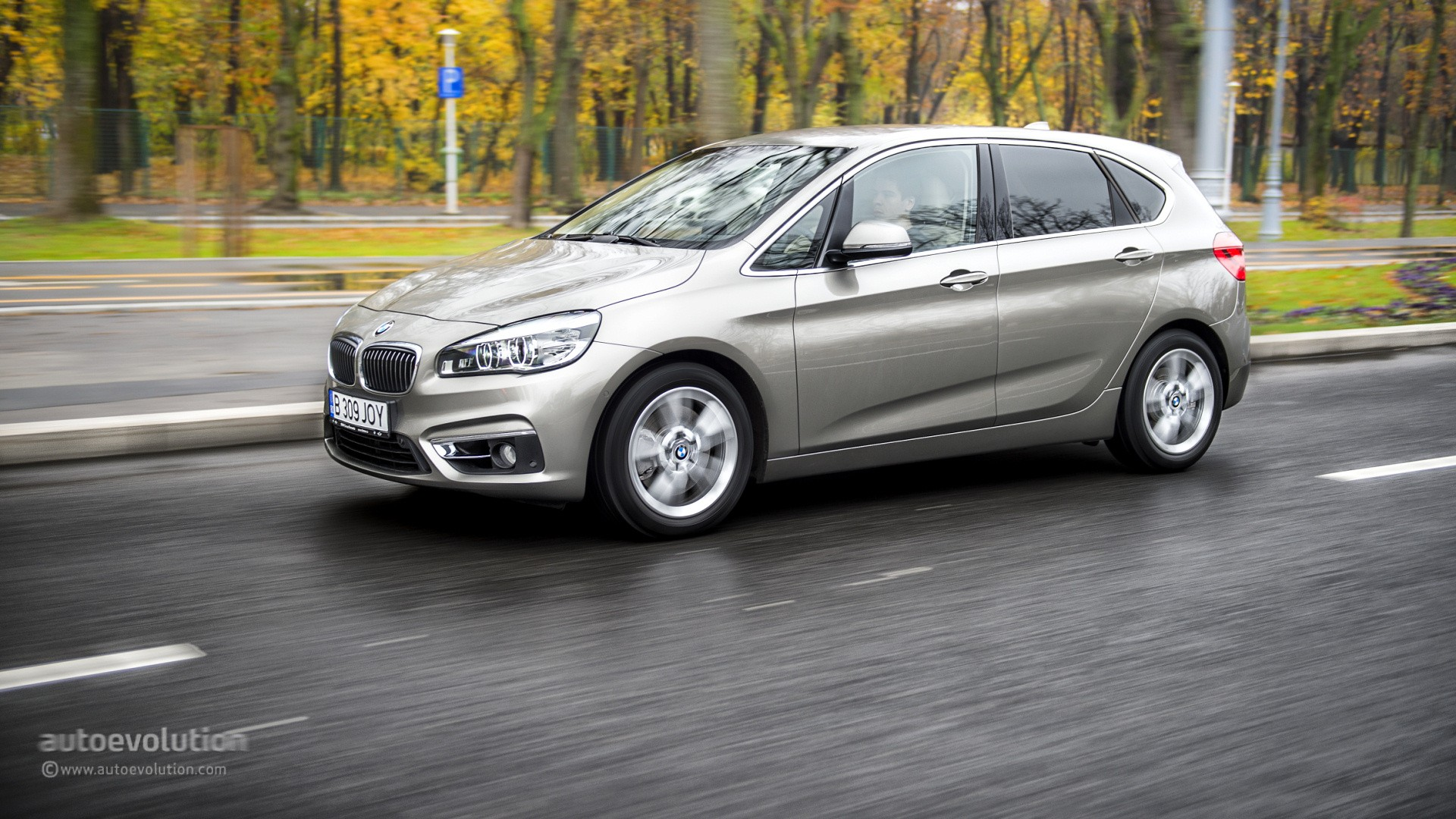 How To Put A Wallpaper On Your Car 2015 Bmw 2 Series Active Tourer Wallpapers Autoevolution
