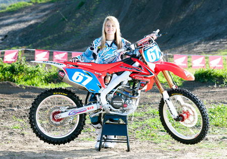 Old Time Car Wallpaper Hd Ashley Fiolek Continues To Race For Honda In 2011