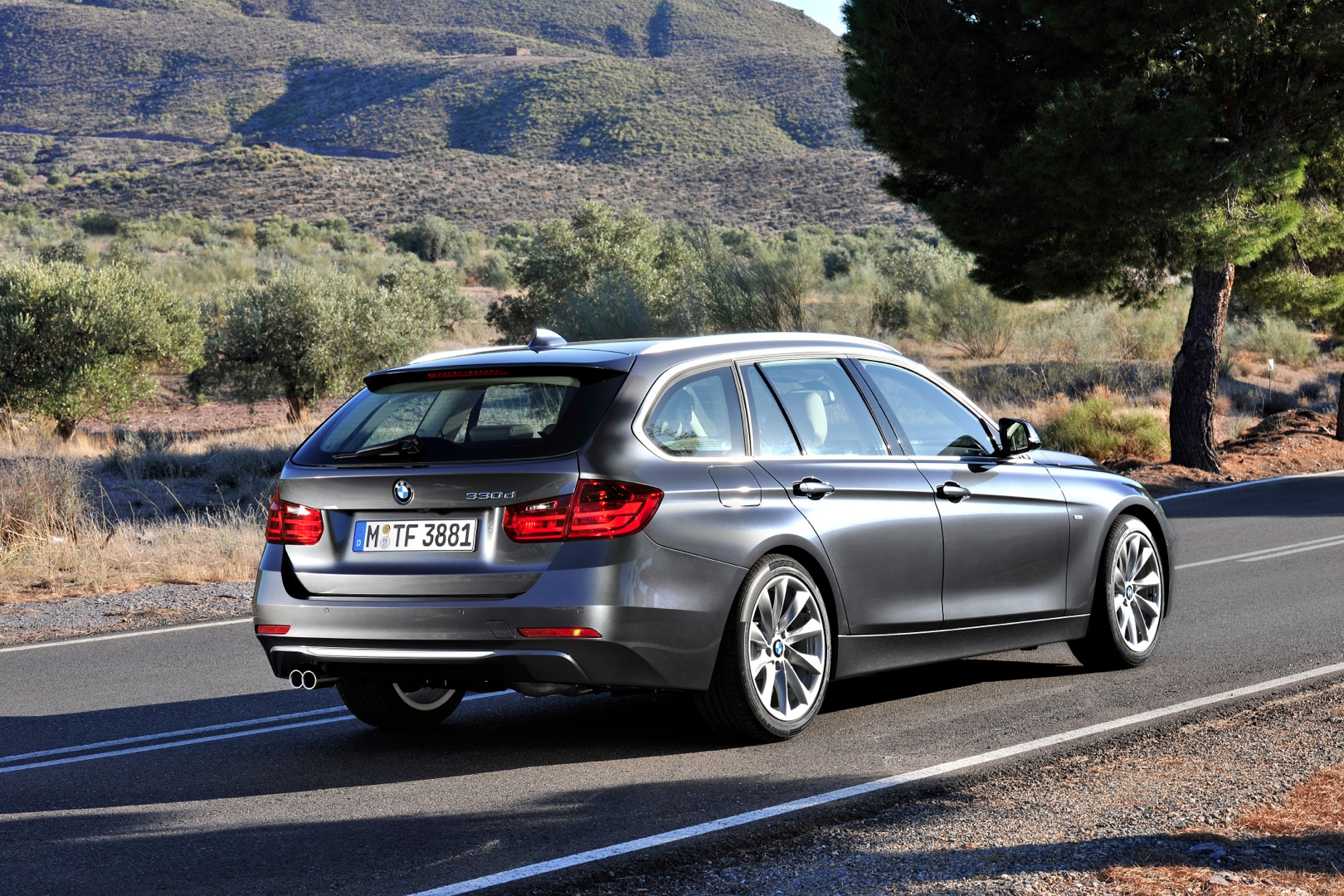 Bmw 3 Series Touring Xdrive Bmw F30 320i Xdrive Touring Review By Top Gear Autoevolution