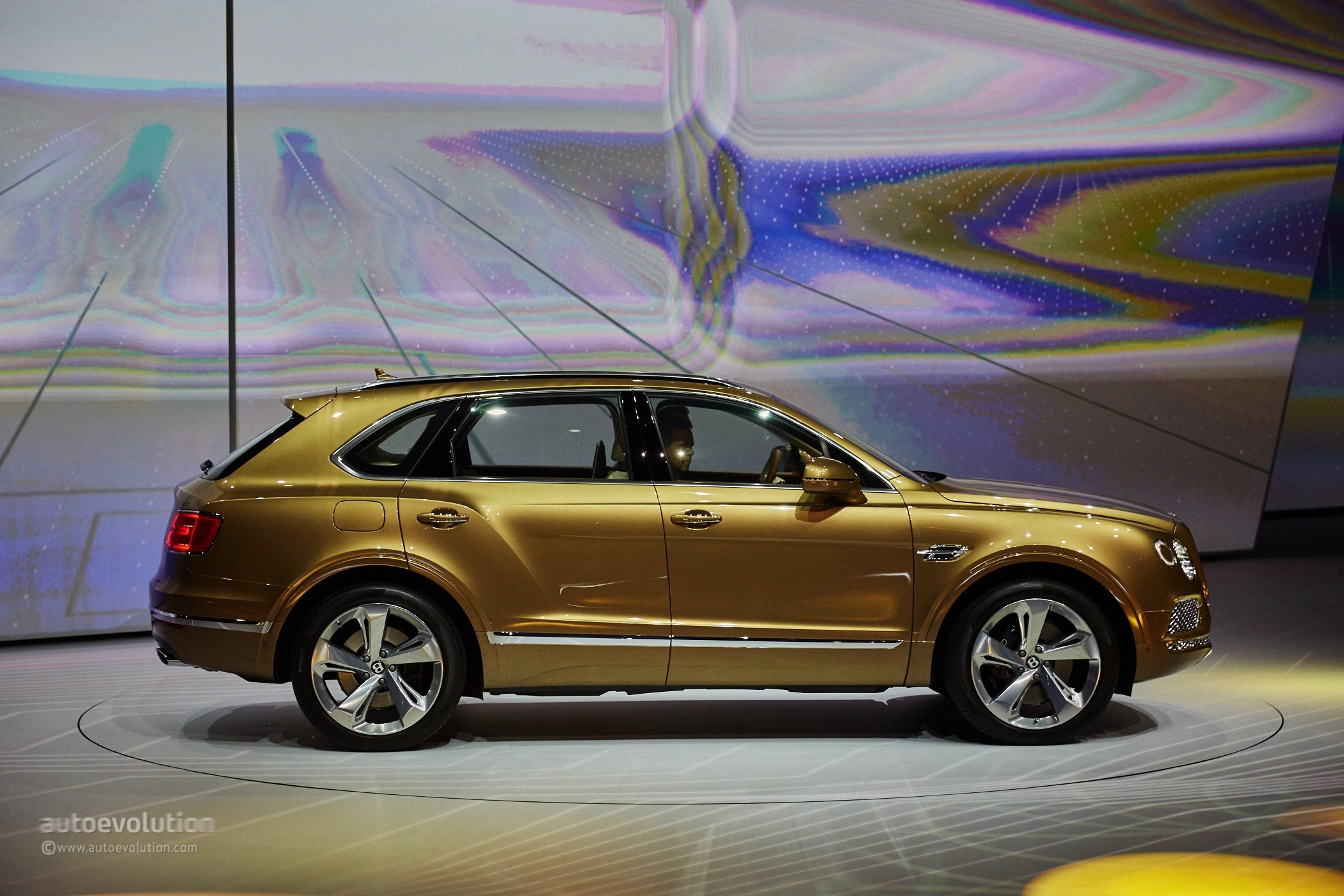 Fastest Car In The World Wallpaper 2016 Bentley Bentayga Makes World Debut In Gold At