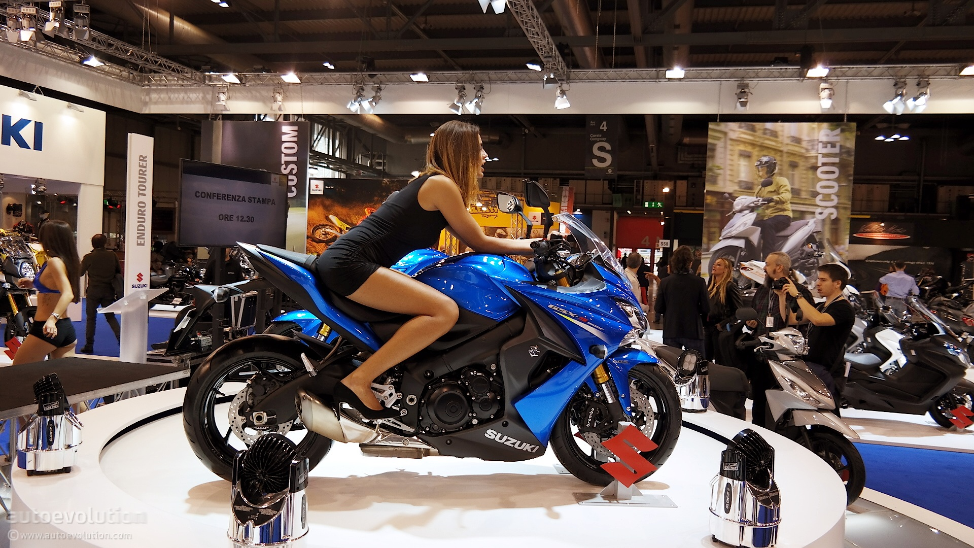 Superbike Girl Wallpaper 2016 Suzuki Gsx S1000f Abs Debuts At Eicma 2014 Live