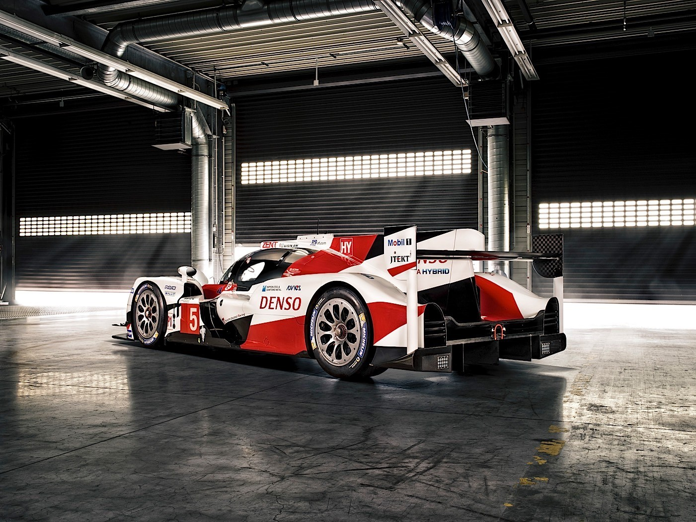 Aston Martin Race Car Wallpaper 2016 Toyota Ts050 Hybrid Is Latest Lmp1 Le Mans Racer To