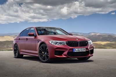 2018 BMW M5 Individual Color Battle: Java Green vs. Marina Bay Blue - autoevolution