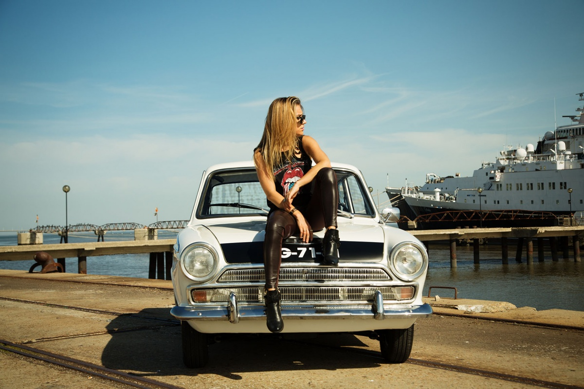 Muscle Car Girl Wallpaper A Blond Beauty Is A Rock Star In This 1966 Ford Cortina Ad