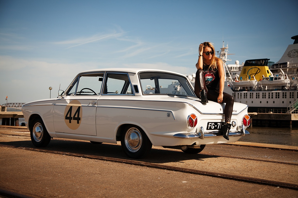 Gt Race Car Wallpaper A Blond Beauty Is A Rock Star In This 1966 Ford Cortina Ad
