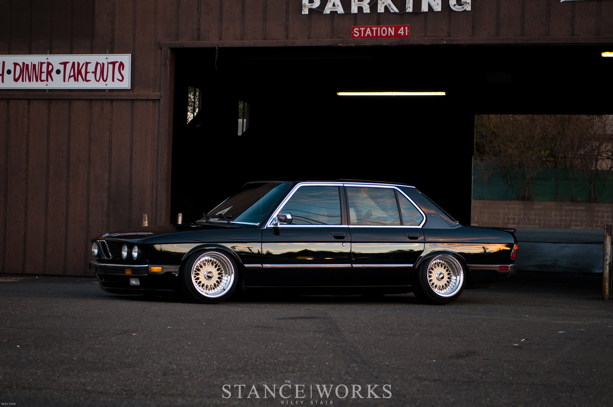 Racing Cars Hd Live Wallpaper A True Classic Riley Stair S 1986 Bmw E28 535i