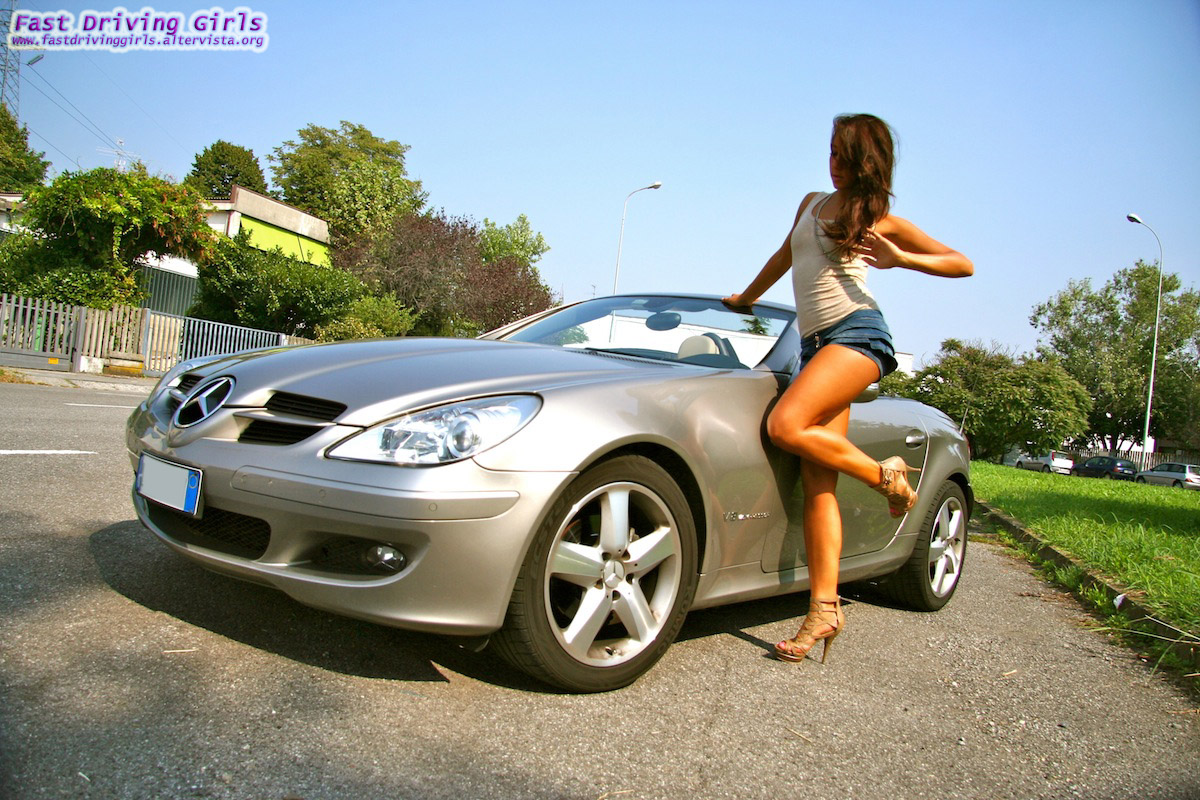 Dubai Police Car Wallpapers Can She Drive The Mercedes Slk In Heels Video