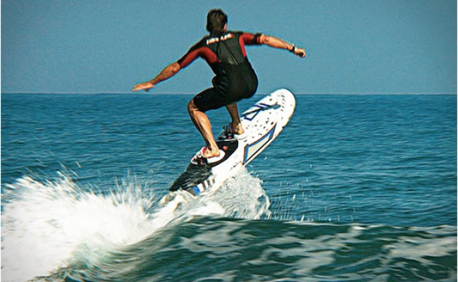Carver Electric Surfboard Has A 44 Mph Top Speed And Is