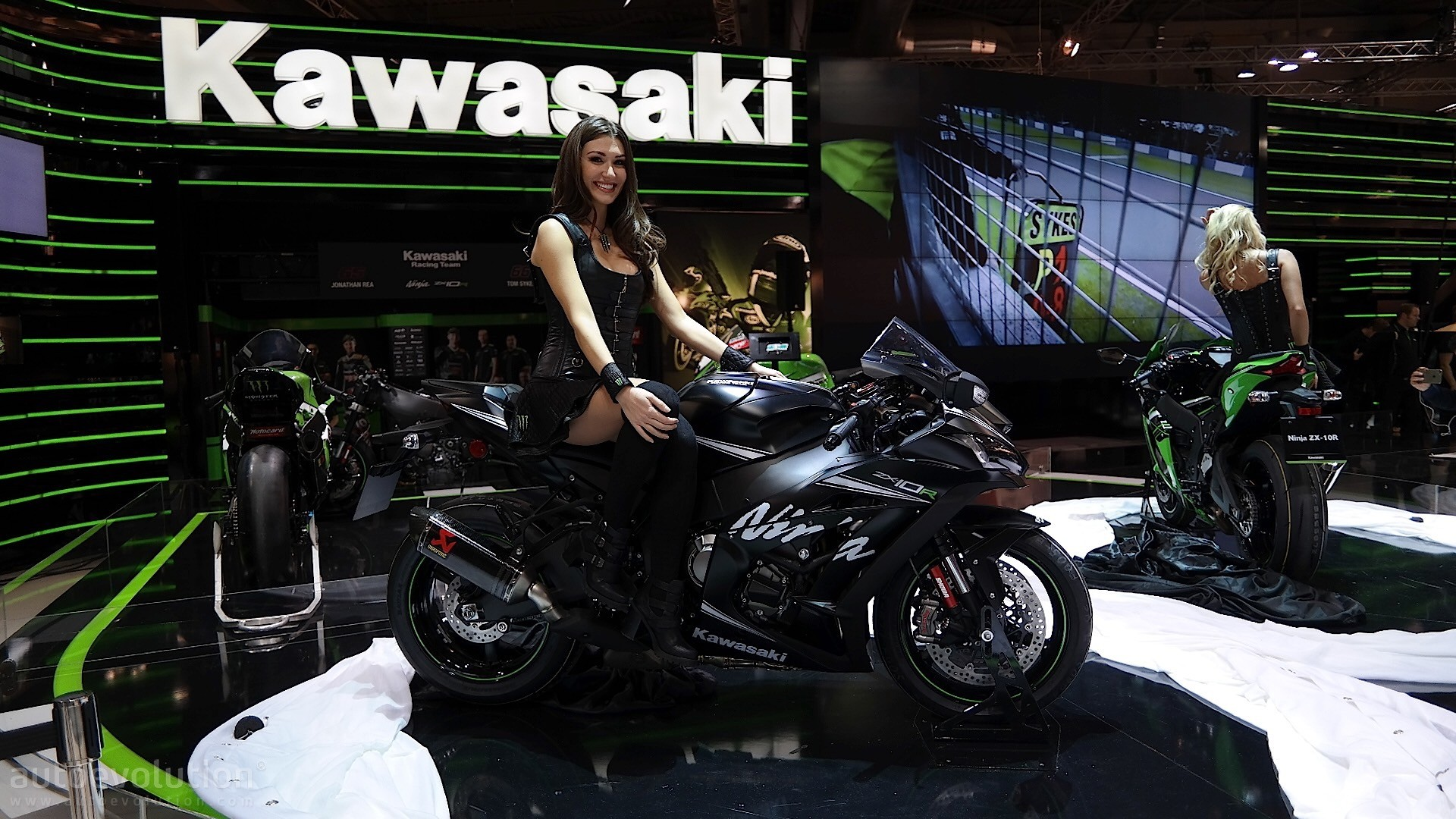 Bmw Girl Wallpaper Eicma 2016 Kawasaki Ninja Zx 10r And Krt Replica Pack 210