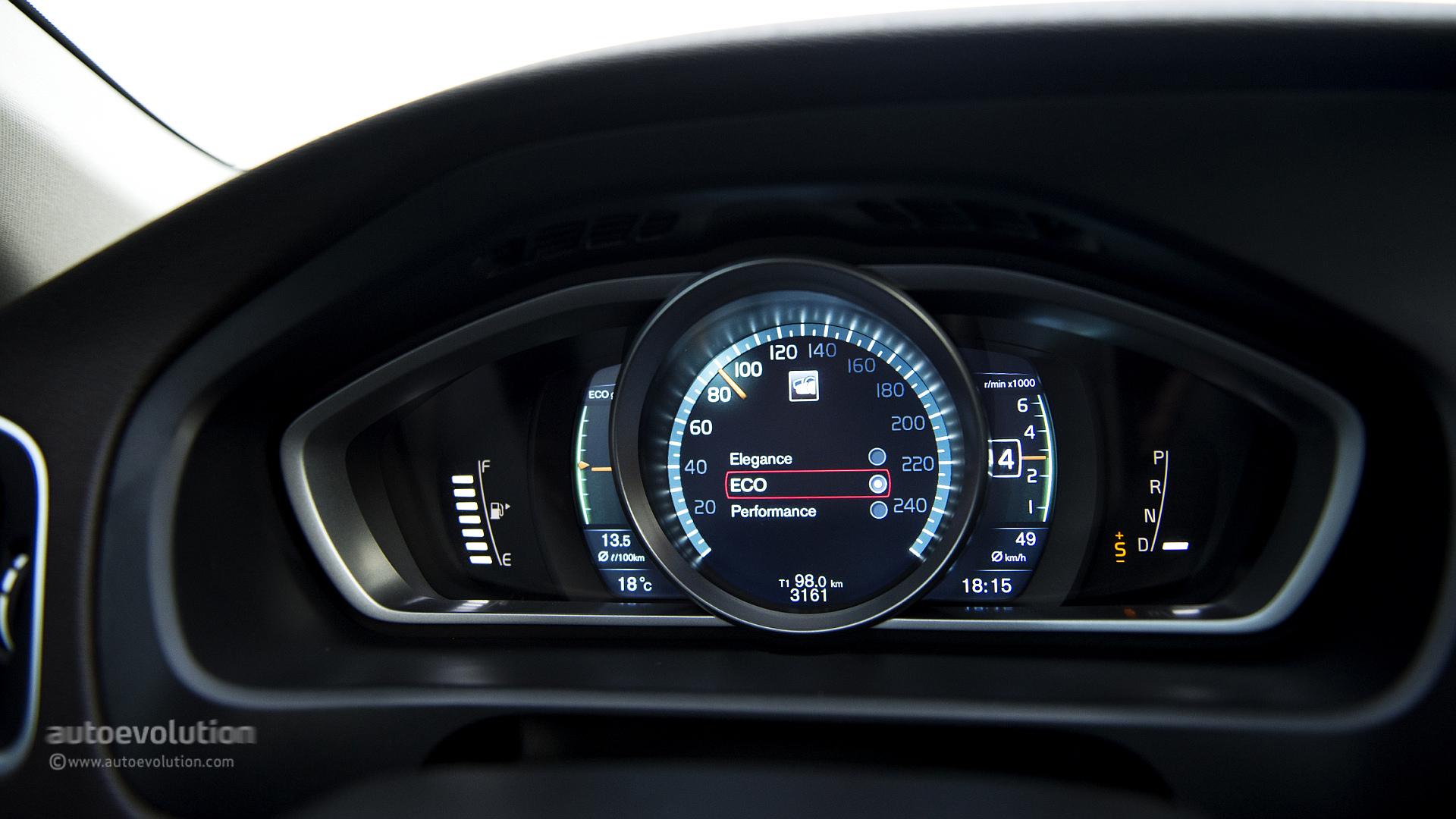 Car Dash Wallpaper Mercedes Gla 220 Cdi Vs Volvo V40 Cross Country D4 The