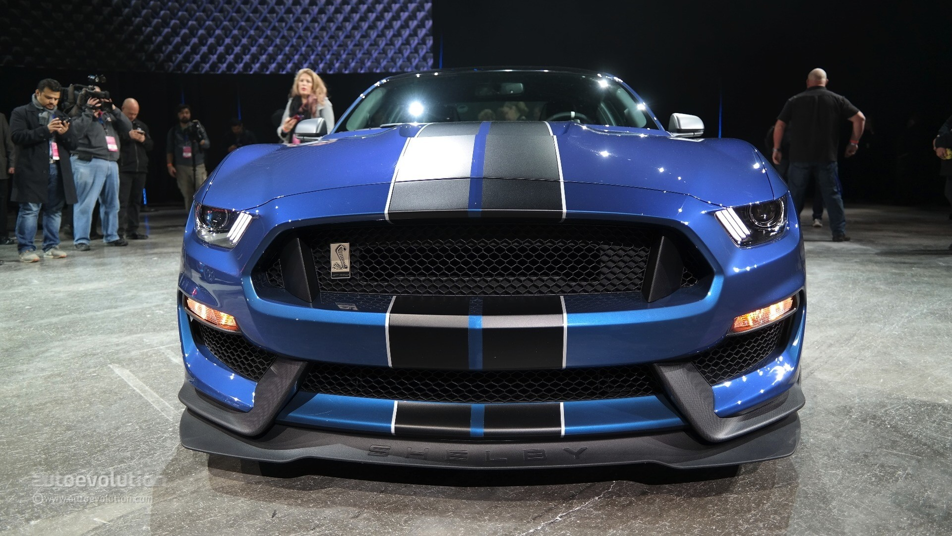 Car Burnout Live Wallpaper New Shelby Gt350r Mustang Unveiled In Detroit With Burnout