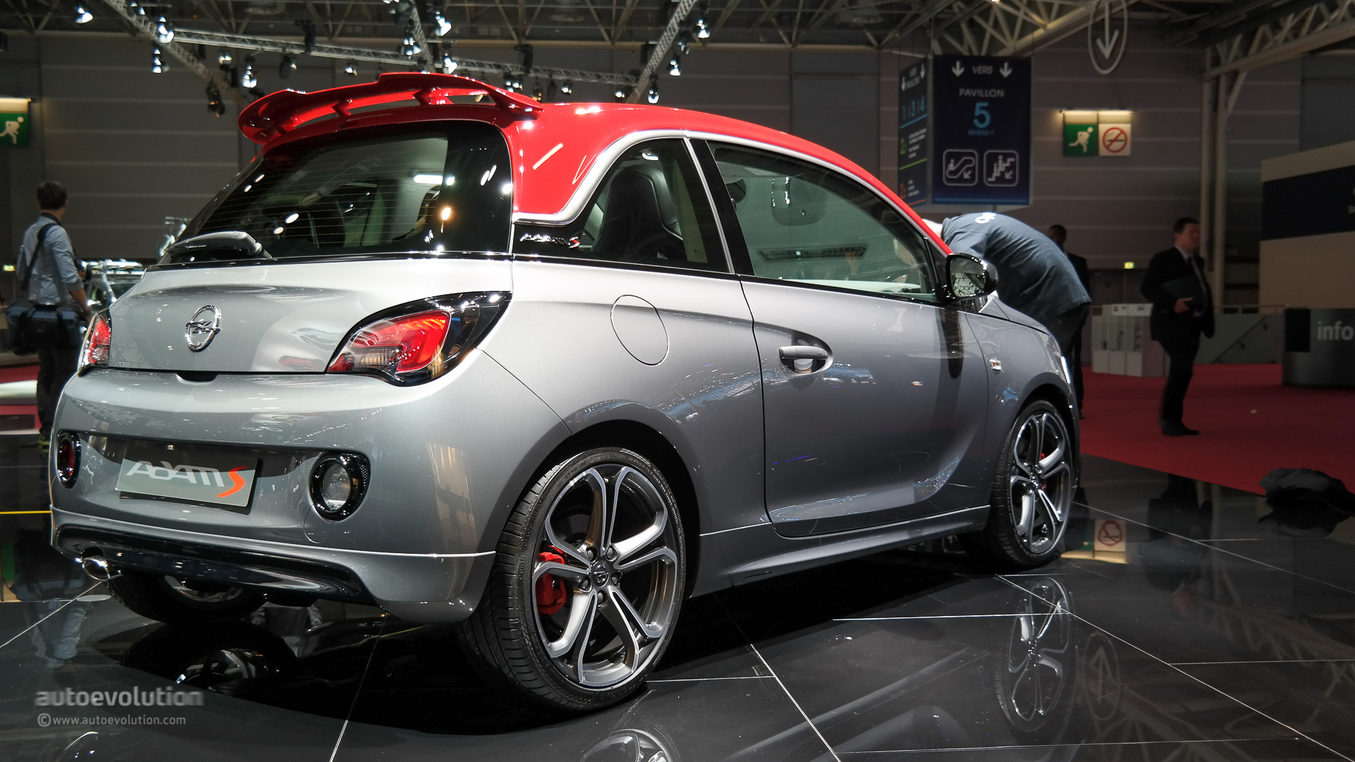 Vauxhall Adam Dimensions Opel Vauxhall Adam S Debuts In Paris Small In Size Big