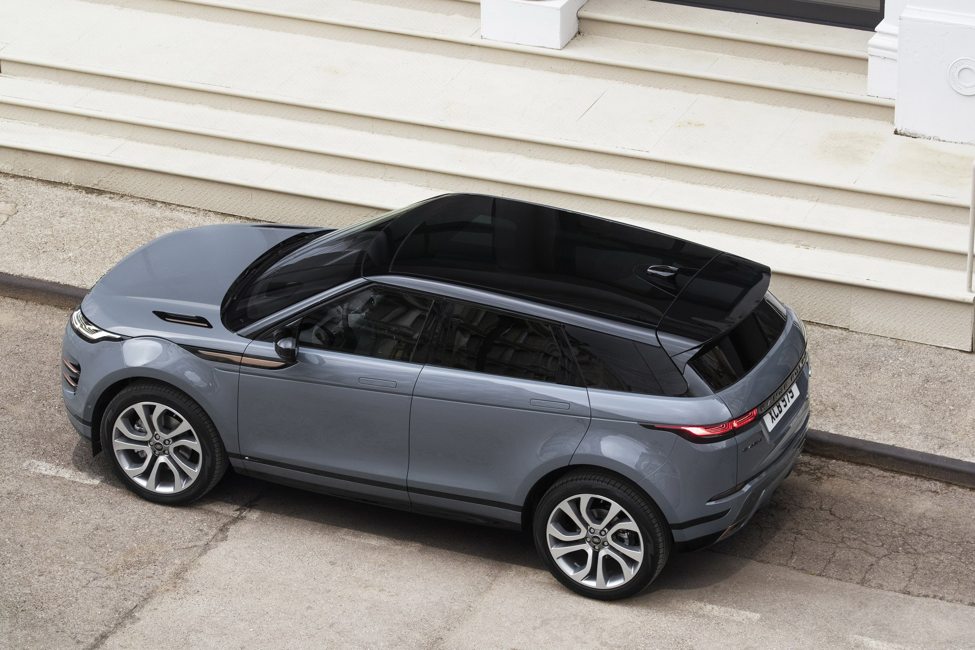 Land Rover Vs Range Rover Photo Comparison 2020 Range Rover Evoque Vs 2015 Range