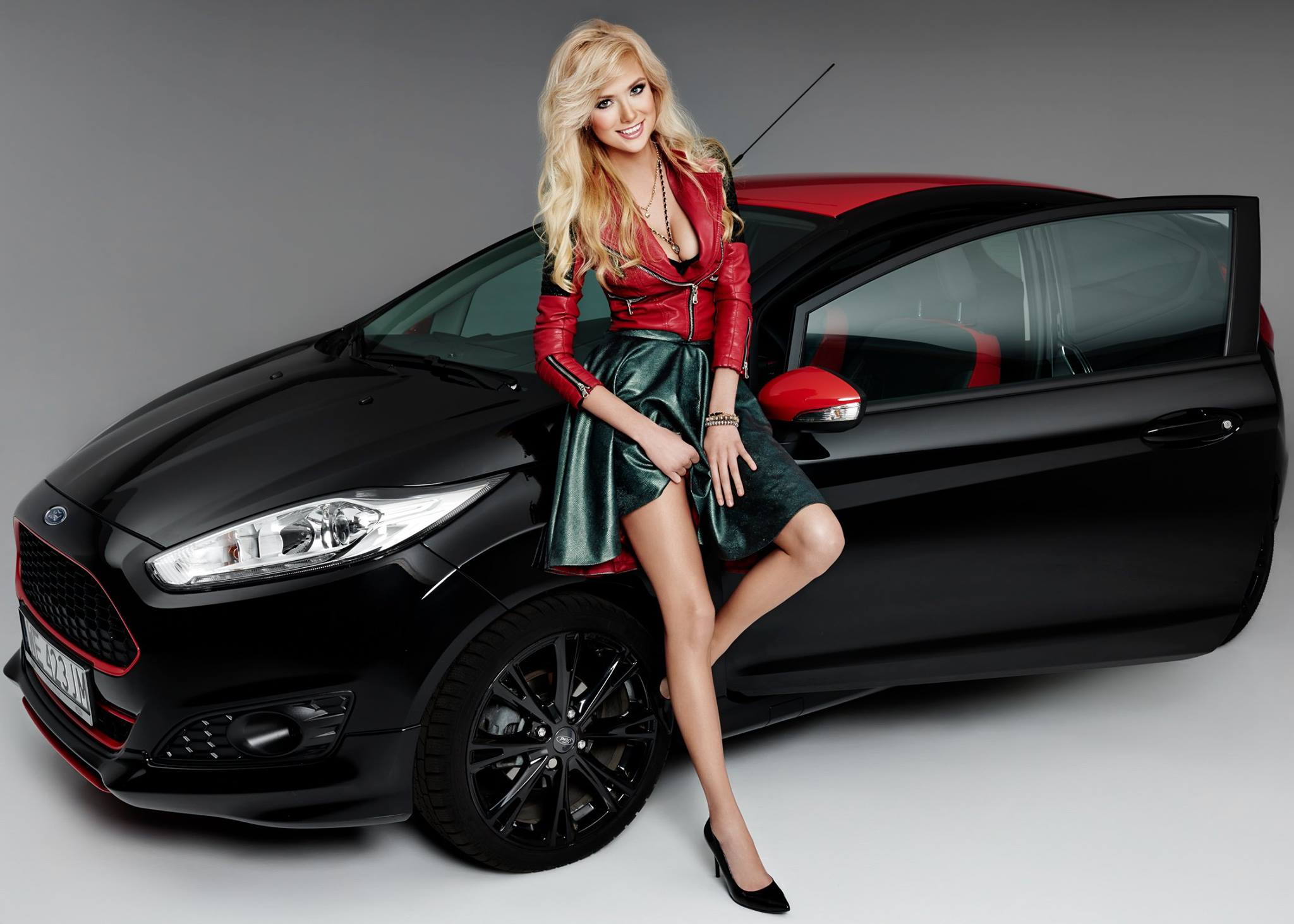 Ferrari Girl Wallpaper Polish Blonde Model Agata Makes A Ford Fiesta Black