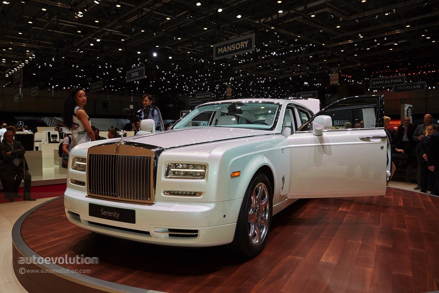 Phantom Serenity Rolls Royce S Phantom Serenity Showed Us What Bespoke Truly Means