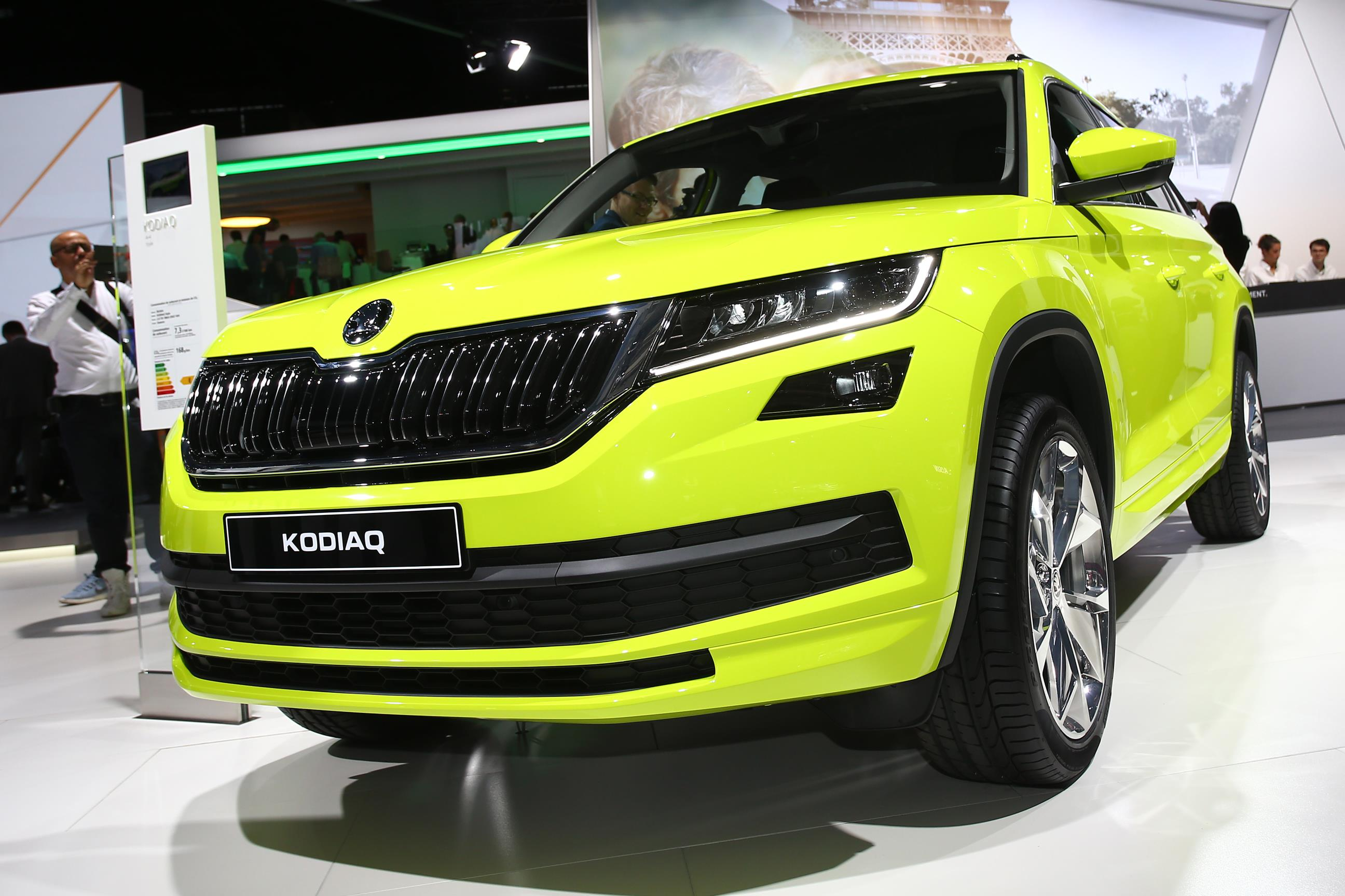 Skoda Schiebetür Skoda Kodiaq Brings Speed Yellowgreen Paint And Door
