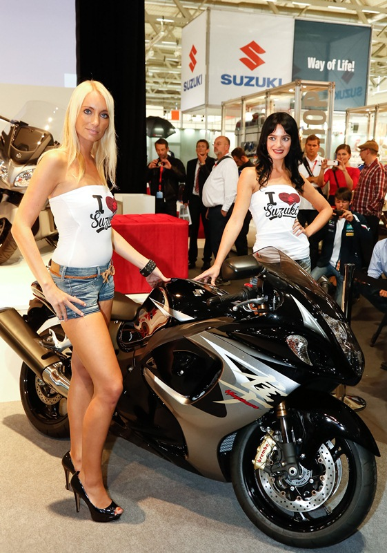 3d Yamaha Motorcycle Wallpaper Suzuki Hayabusa Gets Abs For 2013 Autoevolution