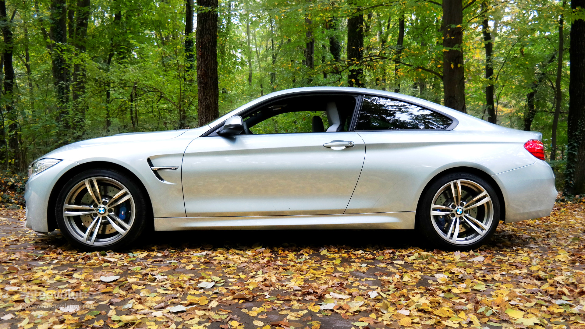 Drift Car Wallpaper Hd The Practical Side Of The Bmw M4 Autoevolution
