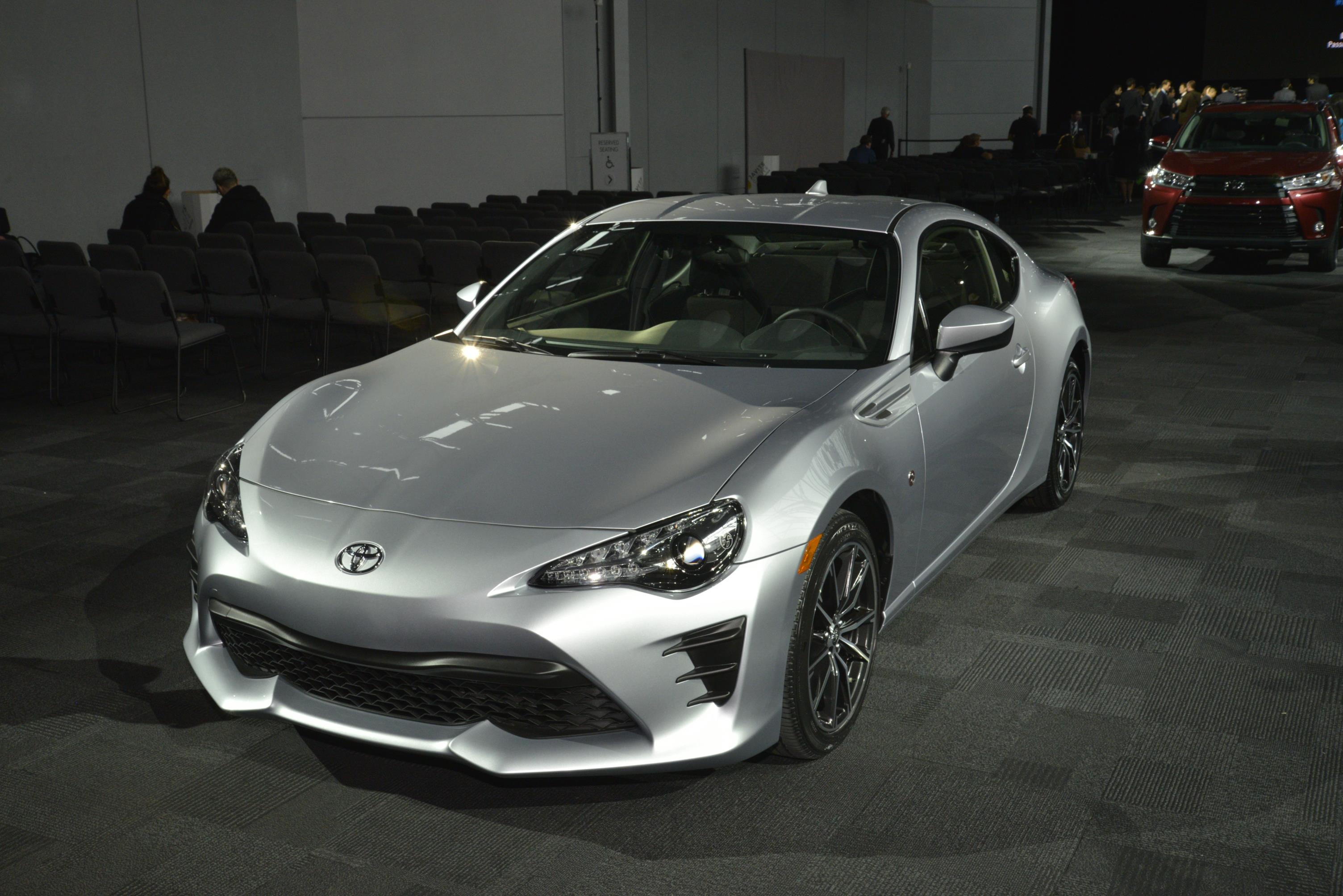 Hd Jdm Car Wallpapers 2017 Toyota 86 Puts An Angry Face On At The New York Auto