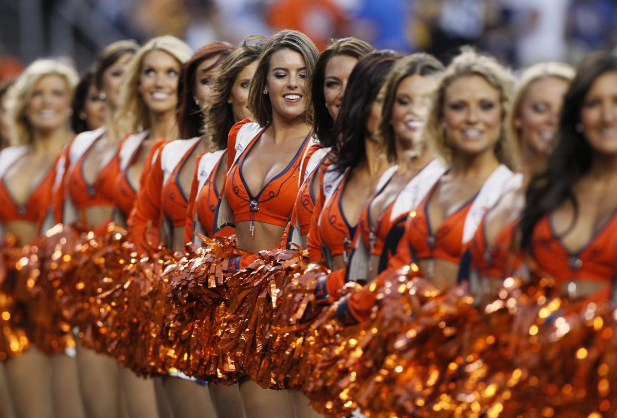 Decent Wallpapers For Girls Nfl Cheerleader Pay Ongoing Fight For Minimum Wage