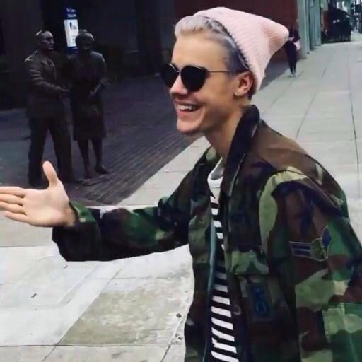 Pink Camo Wallpaper For Iphone 5 Belieber Bieber Grey Hair Justin Bieber Purpose