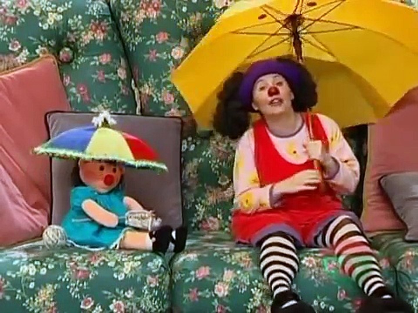 Big Couch Clown The Big Comfy Couch Clowning In The Rain