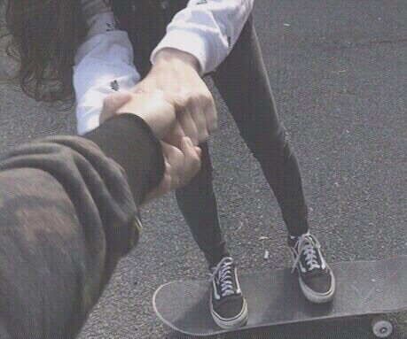 Cute Guy Iphone Wallpaper Black And White Couple Cute Holding Hands Skateboards