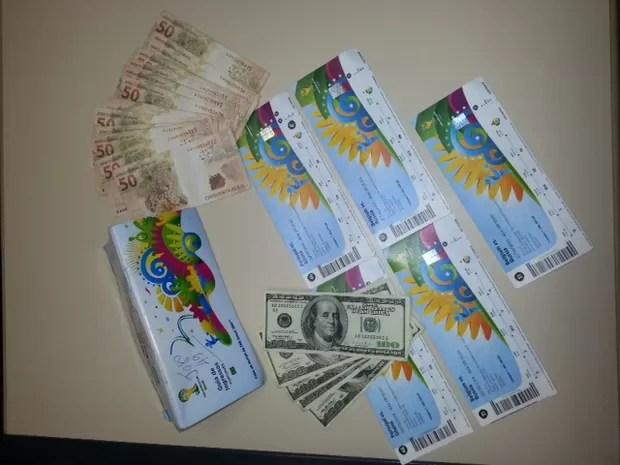 Rio de Janeiro Cambistas presos tentavam vender ingressos por preço 500% maior que o impresso no papel no entorno do Maracanã (Foto: Divulgação/ Polícia Civil)  Mais de 100 cambistas foram detidos desde o início da Copa nage