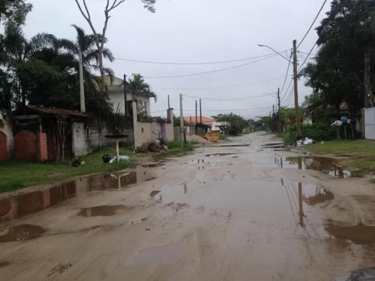 Rua sem asfalto gera diversas reclamações de moradores em Peruibe, SP (Foto: Flavio Cândido/VC no G1)