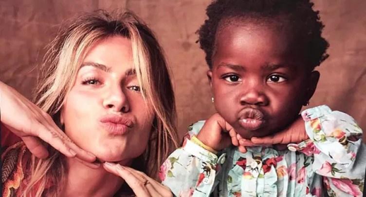 Giovanna Ewbank manda beijinho em foto com Titi (Foto: Gustavo Zylbersztajn)