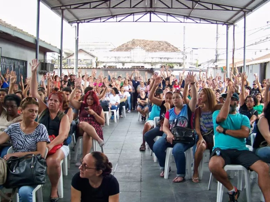 Servidores públicos realizaram assembleia em São Vicente (Foto: Divulgação/SindServ)