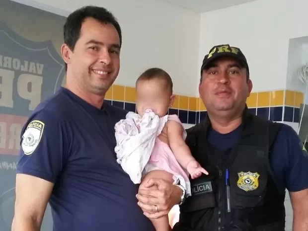 Bebê de sete meses sobreviveu a acidente em Gravatá, no Agreste (Foto: Divulgação/ PRF)