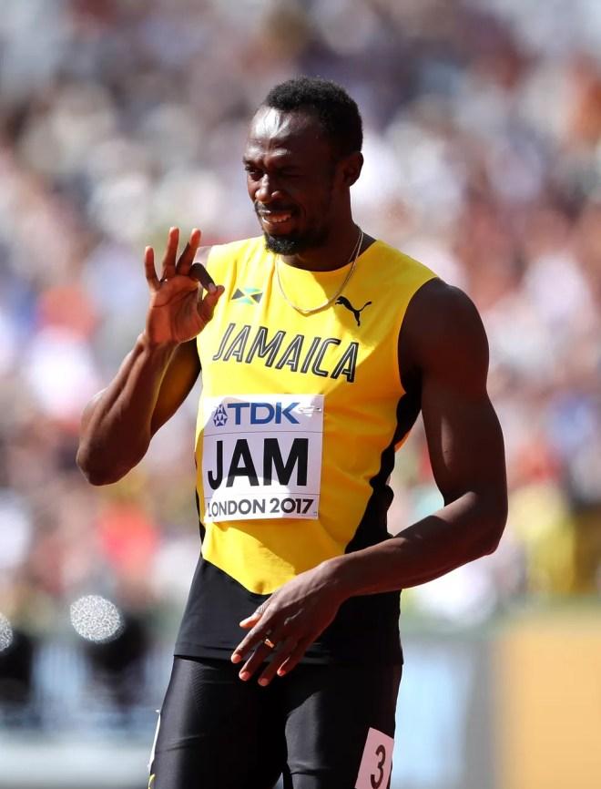 Bolt brinca antes da largada nas eliminatórias do 4x100m (Foto: Richard Heathcote/Getty Images)