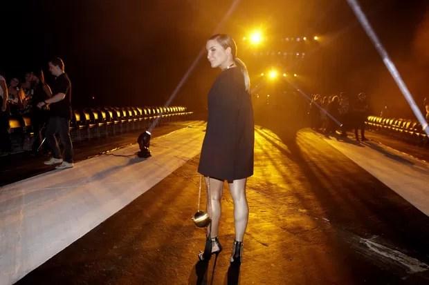 Claudia Leitte (Foto: Isac Luz / EGO)  Claudia Leitte abusa do decote com vestido curtinho em desfile de moda 28  mg 5154