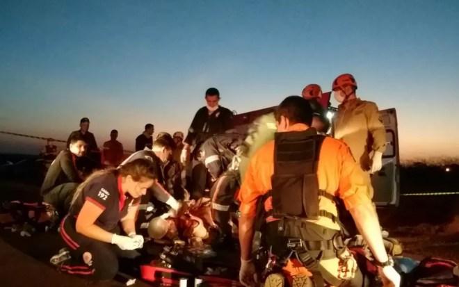 Pinto Molina foi socorrido e levado de helicóptero para o hospital (Foto: Divulgação/Corpo de Bombeiros )