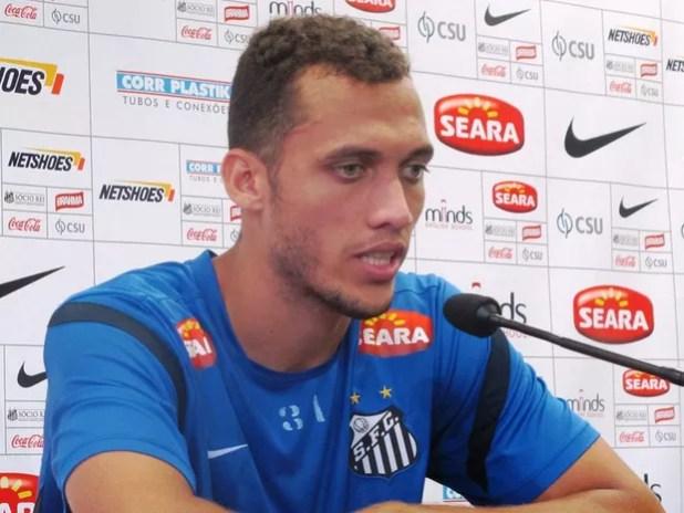O zagueiro Neto, da Chapecoense, em foto de arquivo durante entrevista quando ainda jogava no Santos (Foto: Marcelo Hazan/Globoesporte.com)