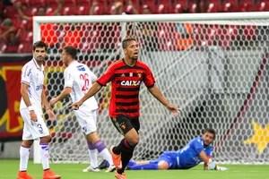sport x nacional-uru (Foto: Antônio Carneiro / Pernambuco Press)
