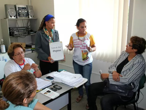 Professores se reuniram para debater questão  (Foto: Tiago Melo/ G1 AM)