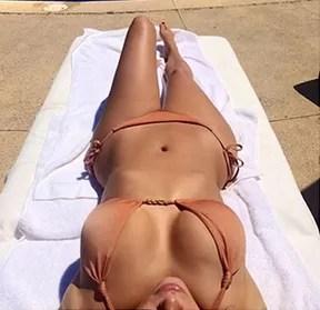 Kim Kardashian de biquíni no México (Foto: Instagram / Reprodução)