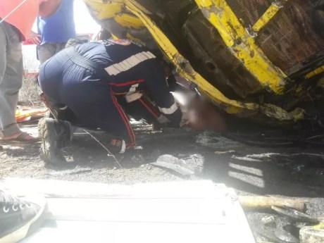 Equipe do Samu resgatou feridos no acidente (Foto: Gilson Fernandes/Avant Mídia)